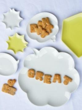 Chat plates by Ikuko Nakazawa for Ceramic Japan.