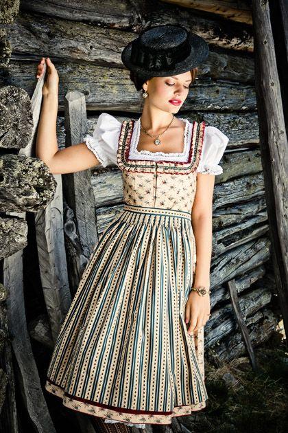 Lena Hoschek Tradition Dirndl Magda - schicker Look für alle Dirndl-Fans - Imageberatung mit www.image50plus.de