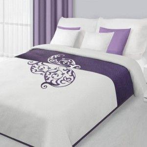Biely obojstranný prehoz na posteľ s fialovým ornamentom