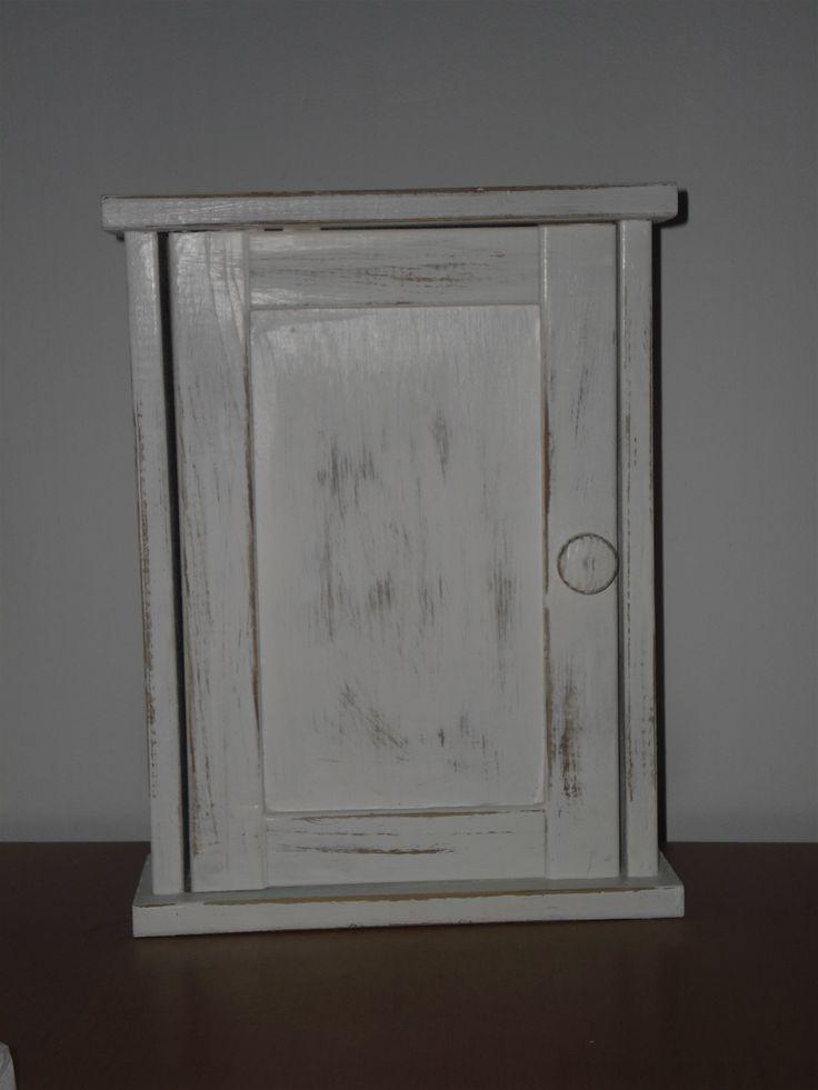 Annons på Tradera: Nyckelskåp i trä 10 st krokar vit