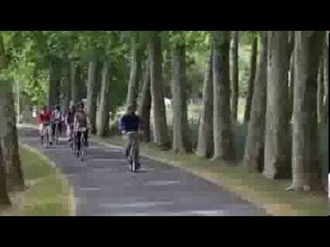 Posez-vous en Touraine Val de l'Indre...Le Val de l'Indre, situé au cœur de la Touraine et à proximité des Châteaux royaux vous invite à la découverte de ses moulins, lavoirs, Château de Candé et Forteresse du Faucon Noir. Le Val de l'Indre se compose de 8 communes : Artannes, Esvres, Montbazon, Monts, Saint-Branchs, Sorigny, Truyes, Veigné.  Chaque commune possède ses particularités : Eglise, moulins, lavoirs, loges de vignes, chapelle, châteaux, manoir... Vous allez aimer le Val de l'Indre…