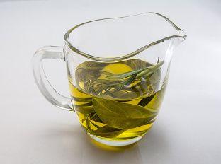 Bobkový list  + olej lieci rôzne zdravotné problémy.