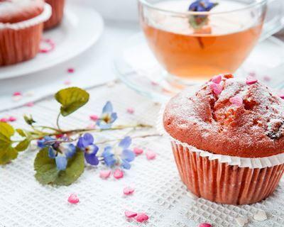 Muffins aux fraises Tagada® : http://www.cuisineaz.com/recettes/muffins-aux-fraises-tagada-50706.aspx