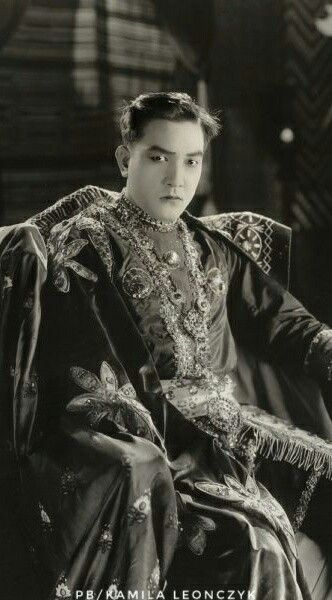 Sessue Hayakawa (known as the Japanese Rudolph Valentino), Sessue Hayakawa (早川 雪洲 Hayakawa Sesshū, June 10, 1889 – November 23, 1973) was a Japanese actor who starred in Japanese, American, French, German, and British films.Hayakawa was one of the biggest stars in Hollywood during the silent era of the 1910s and 1920s