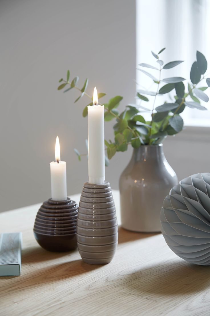 Cono candlesticks in brown shades for Christmas.