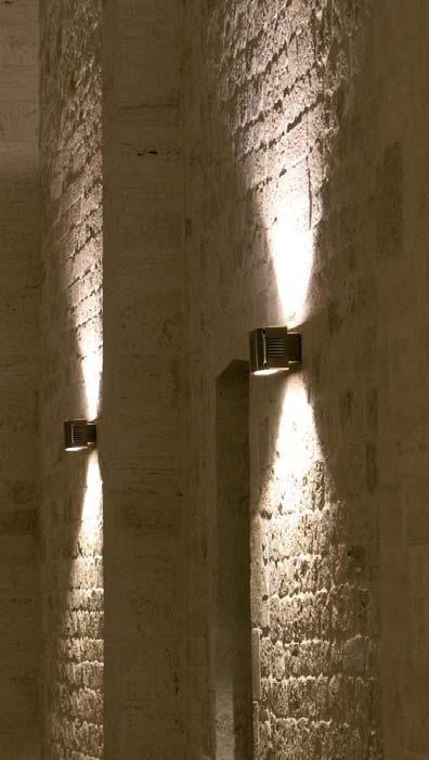 Iluminación tecnica para exterior e interior con luz led, fluorescente o halógeno, modelo Duplo pared (Espacio Aretha agente exclusivo para España).