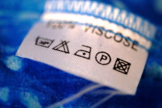 Come leggere le etichette dei vestiti per evitare di rovinare i capi di abbiglia