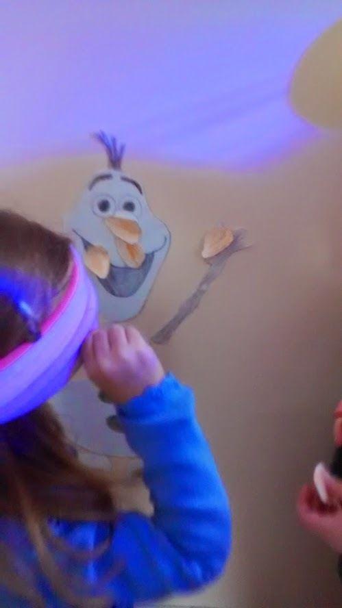 L'anniversaire Reine des Neiges de Mini J : Remettre le nez d'Olaf, Petit jeu les yeux fermés