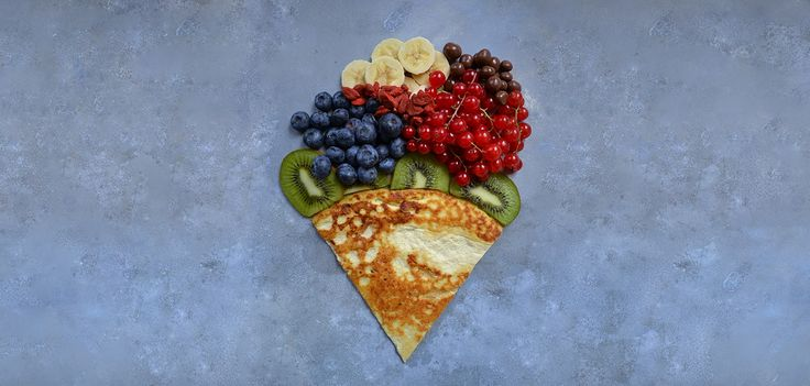 2 pannkakor    Ingredienser:  1 rågad dl mandelmjöl  2 ägg  2 dl osötad mandelmjölk  1 msk Fitnessguru Coconut Oil  en nypa salt    Metod:  Vispa samman alla ingredienser i en skål och låt vila i 15 minuter. Hetta upp en stekpanna på  medelhög värme. Stek pannkakorna snabbt på varje sida, ca 30 sekunder.  Toppa pannkakorna med dina favorit pålägg; färsk frukt eller bär, gojibär, chiafrön, jordnötssmör,  nötter, honung, lönnsirap etc.