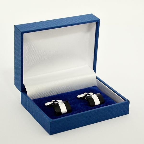 Bottoni gemelli a scatto in argento con smalto nero per camicia sacerdote, vescovo o cardinale. Un tocco di eleganza per la camicia CLERGYMAN con polso per gemelli, camicia COLLO ROMANO o SOTTOTALARE. Con scatola e certificato di garanzia.