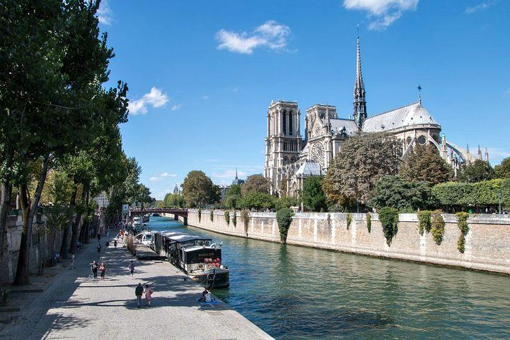 Kathedrale Notre-Dame de Paris an der Seine