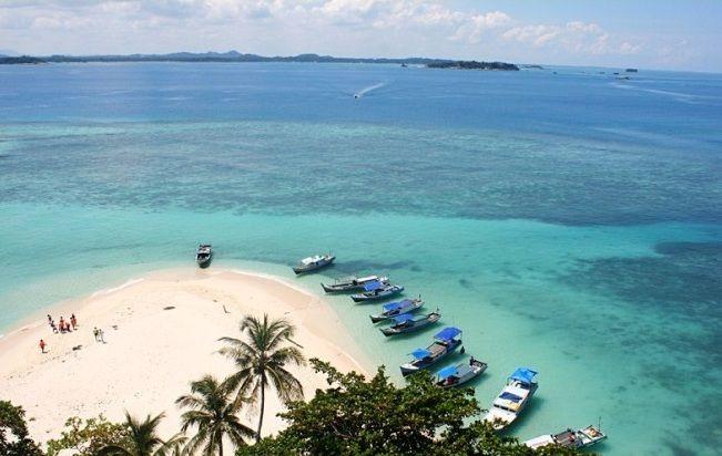 Berikut 24 tempat wisata di Belitung yang wajib anda kunjungi saat liburan di tanah laskar pelangi ini. Wisata belitung terkenal dengan pantainya yang indah