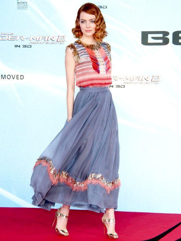 エマ・ストーンが着こなす「シャネル」の淡色グラデドレス