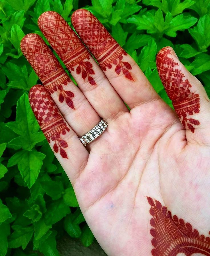 mehndi design for fingers by @hayats_henna