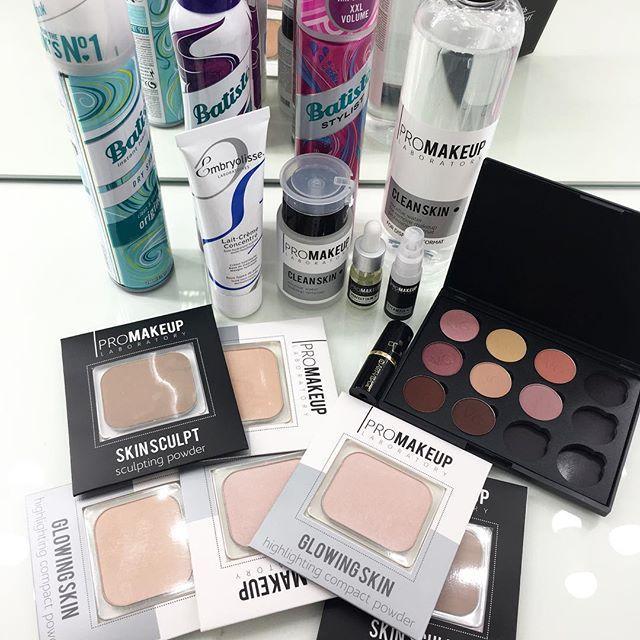 Мой скромный Бьюти-улов с прошедшей в выходные выставки @makeupdaysru 💄... называется, что успела, то схватила 😅 - сухой шампунь #batiste для прикорневого объема✔️ -питательный крем #embryolisse ✔️ -уже полюбившиеся тенюшки от @vg_professional ✔️ - и несколько зарекомендовавших себя продуктов от молодой российской марки @promakeuplab ✔️ Сегодня все пройдёт затест 🙌😋 #makeupdays2017