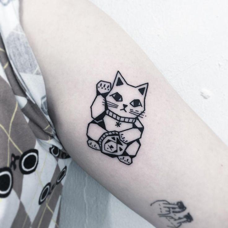 17 best ideas about maneki neko tattoo on pinterest maneki neko dessin anim hello kitty and. Black Bedroom Furniture Sets. Home Design Ideas