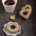 Frollini al grano saraceno e nocciola con composta di mirtilli rossi. Nuova ricetta sul blog. Link in bio. #biscotti #cookies #granosaraceno #farinadimele #irisfarinebio #nocciole #patisserie #yummy #picoftheday #food52grams #aifb #mirtillirossi