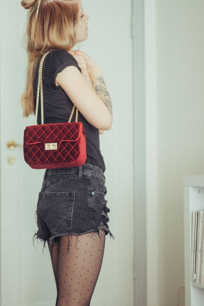 #bag #burgundy #bordeaux #tights #tattoos #tattoo #outfit #basic #look #halfbun