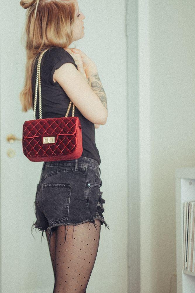 #bag #burgundy #bordeaux #tights #tattoos #tattoo #outfit #basic #look #halfbun
