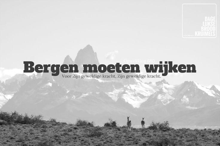 Bergen moeten wijken voor Zijn geweldige kracht, Zijn geweldige kracht. Opwekking 680  #Bergen, #Kracht, #Opwekking  http://www.dagelijksebroodkruimels.nl/opwekking-680/