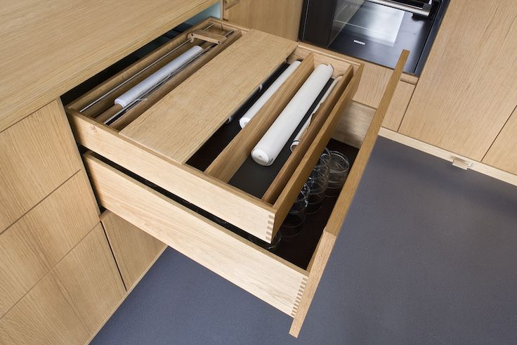 Handmade and cross-assembled: Plenty of storage space in this NicolajBo drawer // Minimalistisk Snedkerkøkken