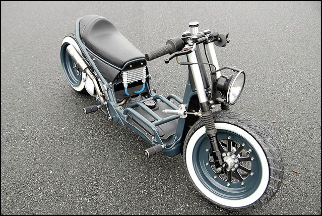 So clean. Love the single headlight on this Honda Ruckus build - http://www.scootermadness.com