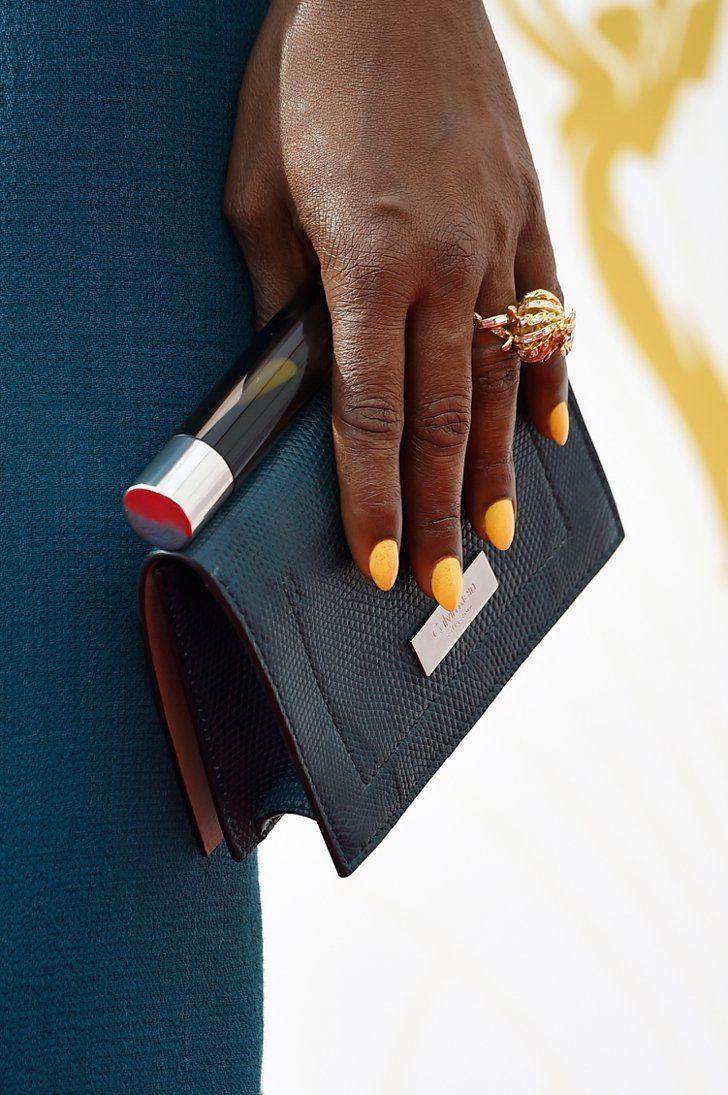 Pin for Later: Erst die richtigen Accessoires brachten den Glanz & Glamour auf den roten Teppich der Emmys Laverne Cox