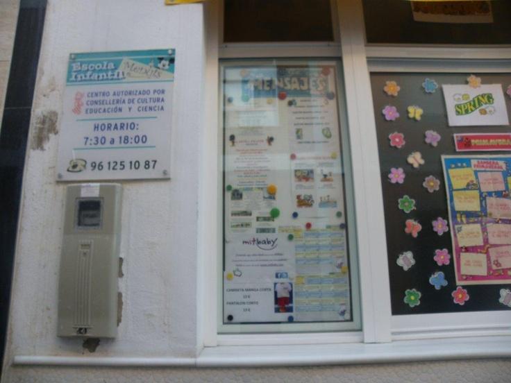 Nuestros amigos de la Escuela Infantil Menuts 1 de Valencia , nos envían la foto del cartel de mitbaby que han colgado en su centro.  C/José Baixauli Crehua nº 3  Massanassa, Valencia  www.eimenuts.com