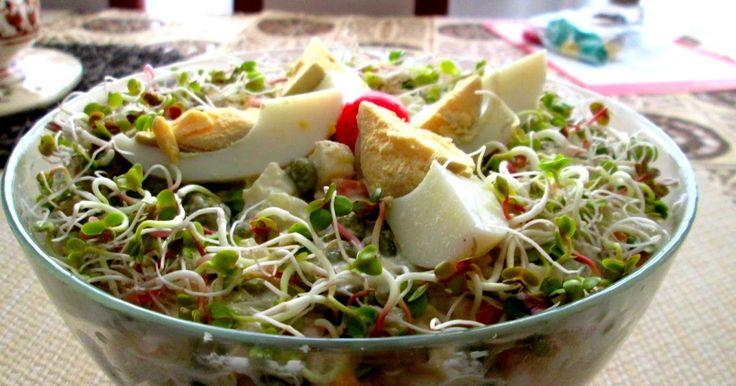 Śledź w majonezie i warzywach czuje się jak przysłowiowa ryba w wodzie :) U mnie dziś na bogato, z wieloma dodatkami. Pycha!