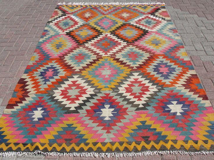 VINTAGE tapis turc Kilim tapis, tapis Kilim tissé à la main, Antique tapis Kilim, Kilim décoratif, laine naturelle 67 « X 107 » (170 x 272 CM) par misterpillow sur Etsy https://www.etsy.com/fr/listing/204412167/vintage-tapis-turc-kilim-tapis-tapis