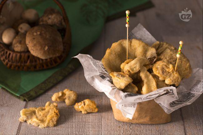 I funghi fritti sono un piatto tanto semplice quanto appetitoso, perfetto da servire in autunno come sfizioso antipasto o sostanzioso contorno.