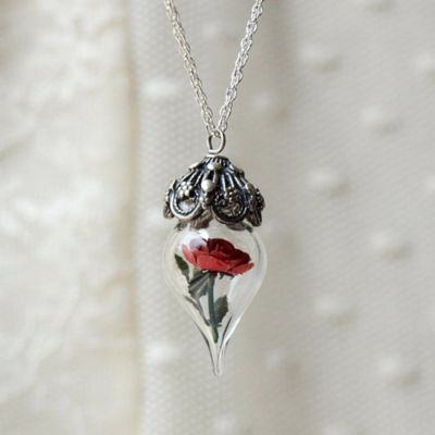 This is some wicked necklace.....