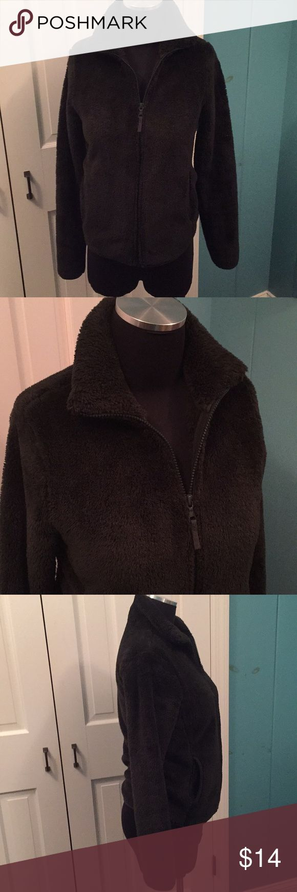 Uniqlo furry comfy zippered jacket I'm very good preowned condition  Looks black but it's a very dark green Size small Full zip, slash pockets. Warm and cozy. Uniqlo Jackets & Coats