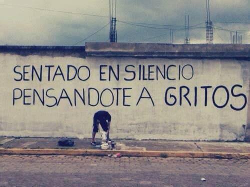 """""""Sentado en silencio pensándote a gritos"""". Acción Poética"""