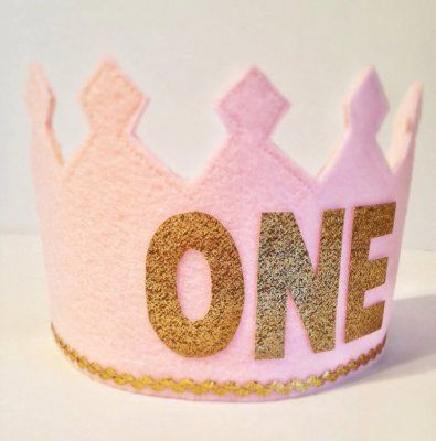 This would make an adorable prop for a #firstbirthday #smashcake photoshoot! Pink and gold felt crown PrettyPatternCo on Etsy #BabyCenterBlog