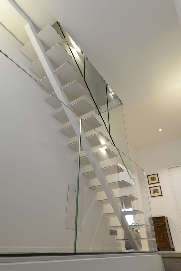 The tread is just 22mm thick. The glass banisters touch neither the structure nor the steps and hang from the upper floor acting both as railings and balustrades of the intermediate floor. #interbau #stairs #design #architecture #art #froyourhome #madeinItaly