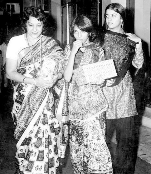 #Nargis with her daughters #PriyaDutt & #NamrataDutt #bollywoodirect #bollywood #rarepics #actress