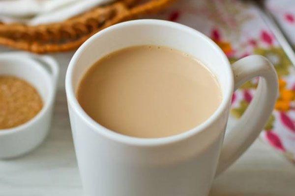 Индийский имбирный чай с молоком и кардамоном |