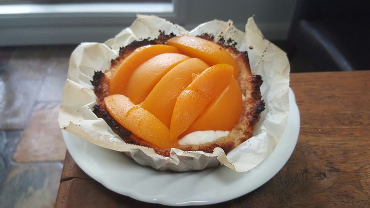 Paleo, almond crusted peach tart
