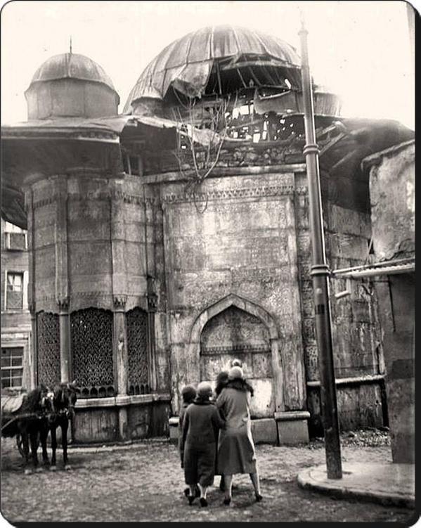 1920'lerde Azapkapı, Saliha Sultan Çeşmesi ve Sebili.