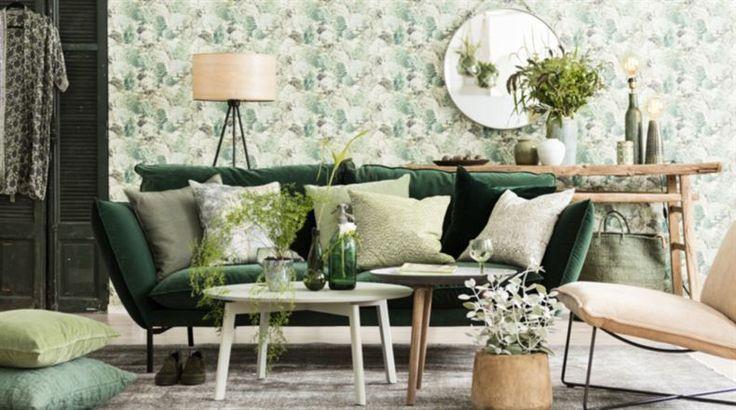 <span><strong>Ta in grönskan</strong>. Soffa Hugo i grönt sammetstyg, 18 590 kronor, Stalands möbler. Kuddar i soffan från vänster, Skinnkudde, 1 969 kronor, MUUBS, Home Structures. Mönstrad kudde, Djungel , 1 200  kronor, Oscar & Clothilde. Ljusgrön sammetskudde, 499 kronor, Habitat, mönstrad kudde i grönt och vitt,  695  kronor, Room, Habitat. Mörkgrön kudde i krossad sammet, 595 kronor, In the mood. Mönstrad kudde, Svea ,99 kronor Jotex. Gamla jalusidörrar,  5 500 kronor , In the Mood...