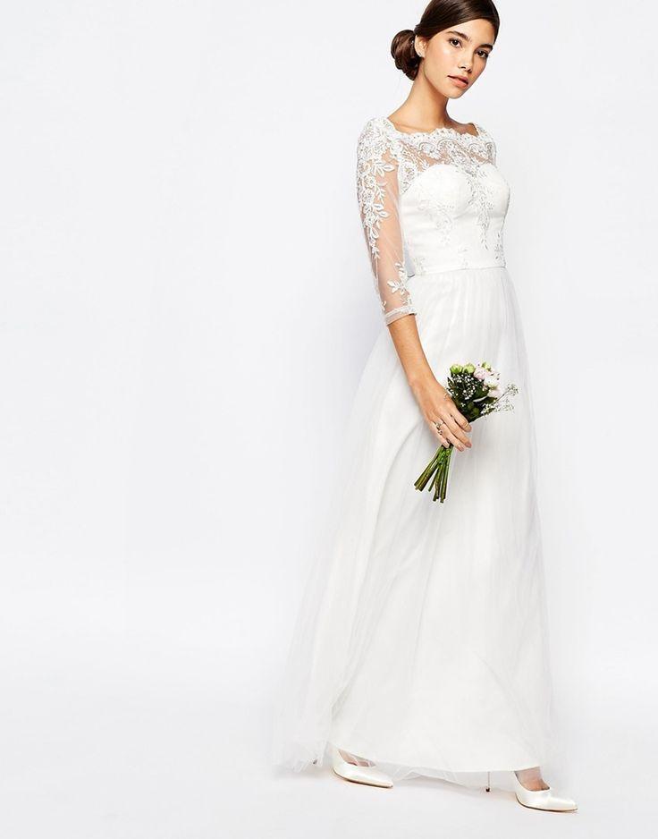 Skal du gifte deg i sommer og er på utkikk etter en budsjettvennlig brudekjole? Da bør du ta en titt her!