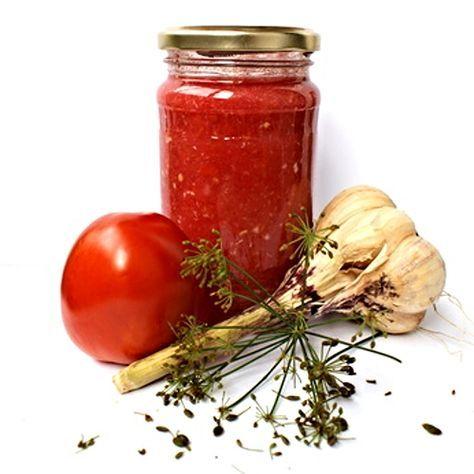 Čatní určené k okamžité spotřebě připravené ze zralých rajčat a dalších ingrediencí.
