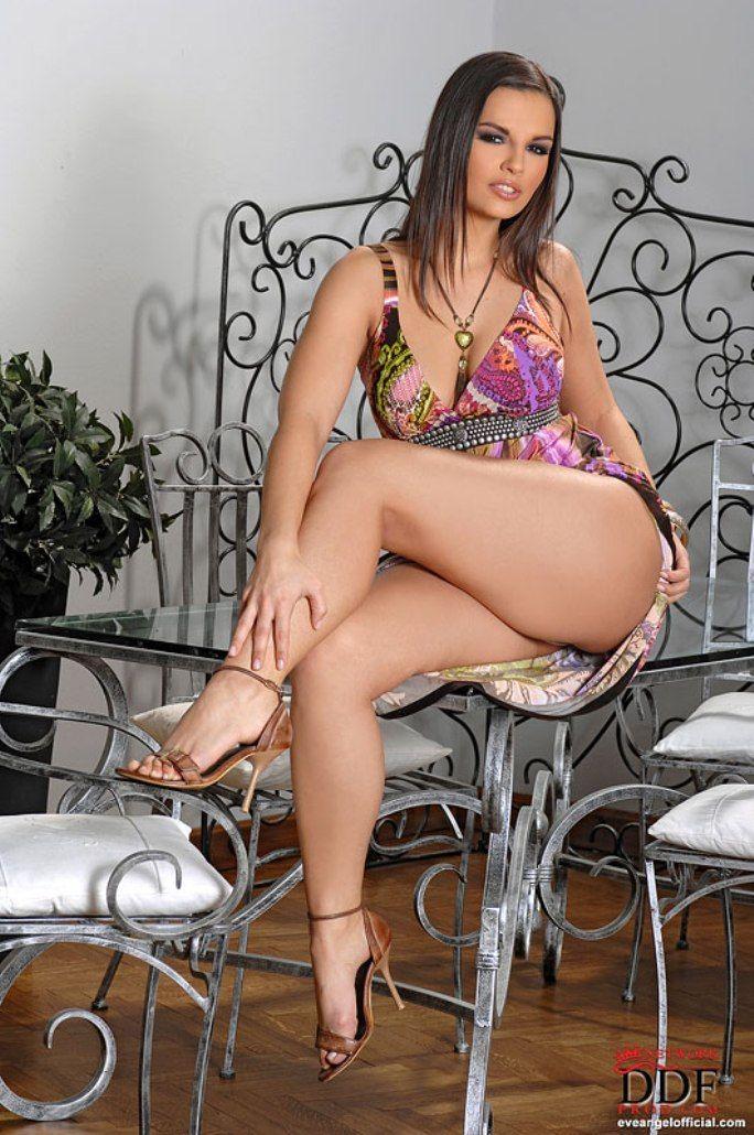 Nackte und sexy Thora Birke