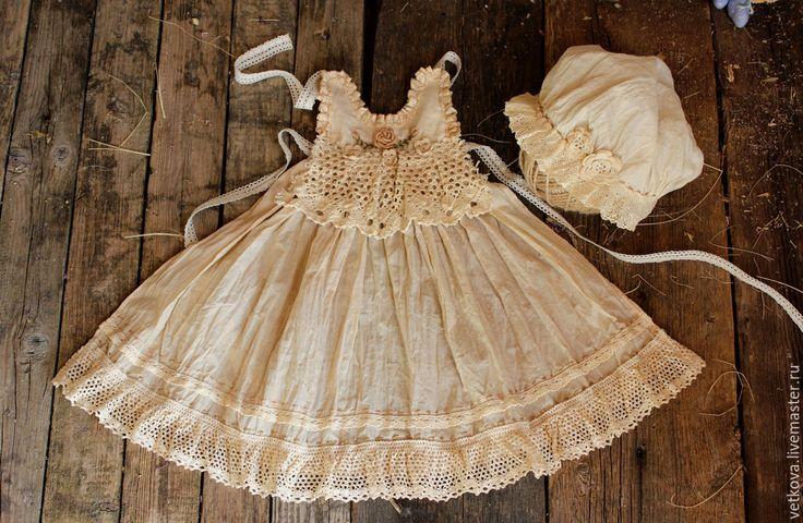 Купить Комплект одежды ручной работы для куклы окрашен травами под старину - бежевый, молочный