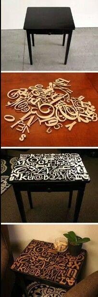 mesita con letras