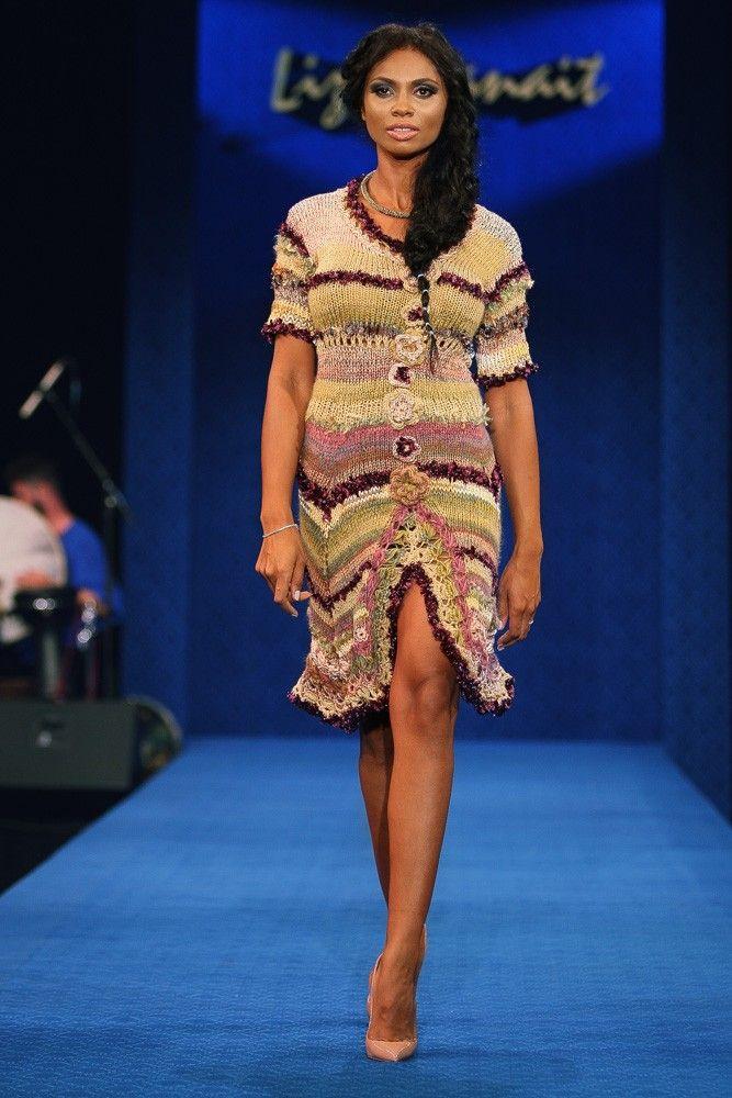 Rochie tricotata manual - Colectia Albastru de Voronet Compozitie : 80% lana, 20% poliester. Comenzi telefonice la numarul :  0727 781 988
