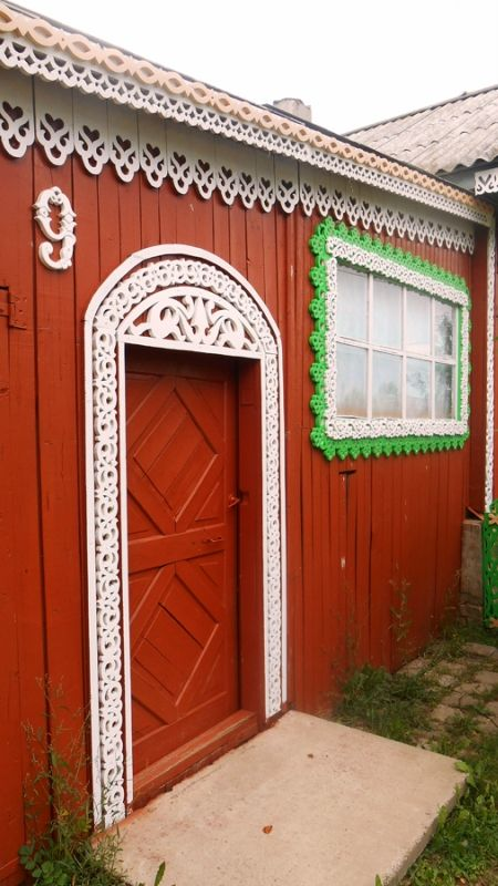 Russian wooden house in the city of Kirov. Carved decorations of the entrance. #architecture