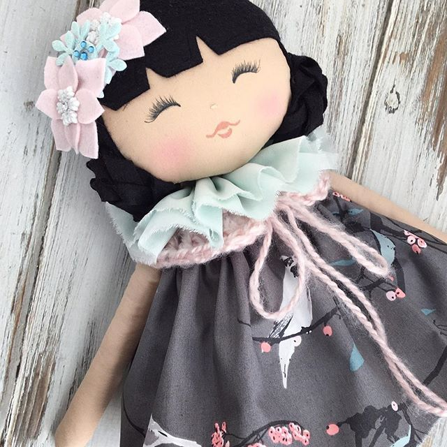Loving this black haired beauty ❄️ #spuncandydolls #lollypoppet #darlingdeercollection #handmadedoll #fabricdoll