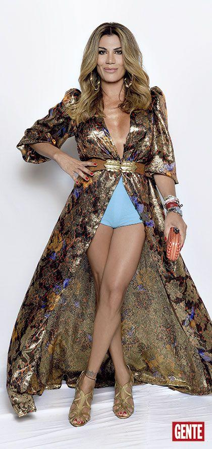 El look de los personajes del año: Revista Gente Con un diseño de su colección Madame V y zapatos Tom Ford.